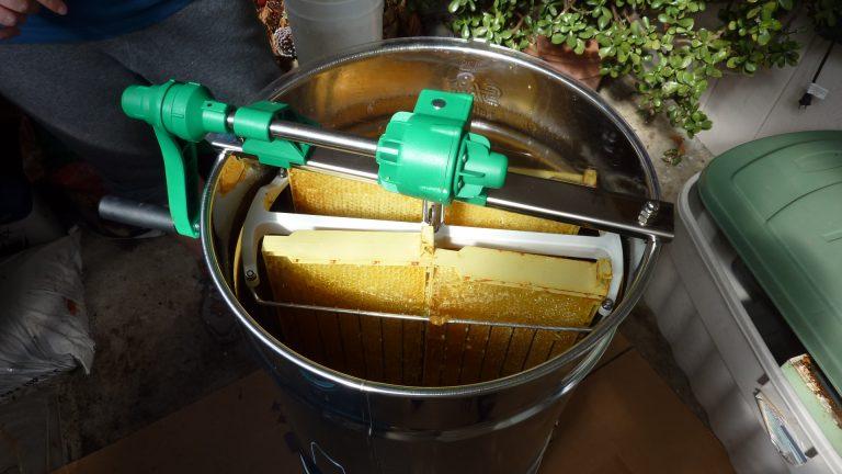 Four frame manual honey extractor
